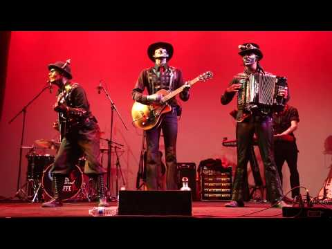 powered - 2013 Steam Powered Giraffe LLC. Video edited by David Michael Bennett Audio mixed by David Michael Bennett Steam Powered Giraffe performing their song