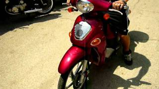 10. Kymco People 50cc Scooter, SOLD