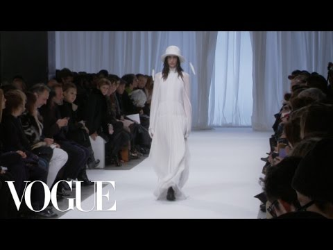 Ann Demeulemeester Ready to Wear Fall 2013 Vogue Fashion Week Runway Show видео