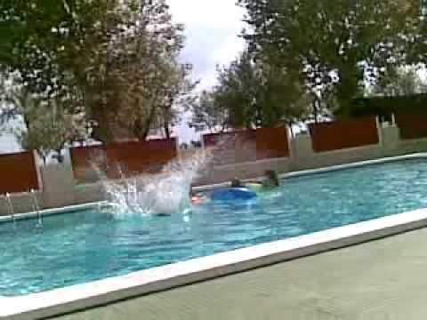 splash in piscina con le tedesche
