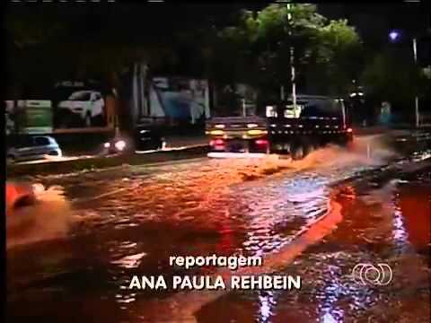 Chuva forte causa problemas em Palmas. Bom Dia Tocantins. 23/10/2013