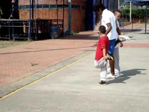 Watch videoSíndrome de Down: Estiramientos de atletismo