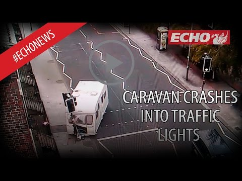 Bizarre Video Shows The Moment Caravan Crashes Into Traffic Lights On Oxford Street