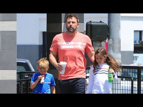 EXCLUSIVE - Ben Affleck Enjoying Daddy-Duty With His Children