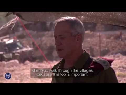 Le chef d'état-major israélien Benny Gantz s'adresse à ses troupes à la recherche des trois otages