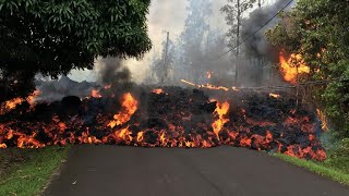 Video Lava continues to swallow up homes in Hawaii MP3, 3GP, MP4, WEBM, AVI, FLV Agustus 2018