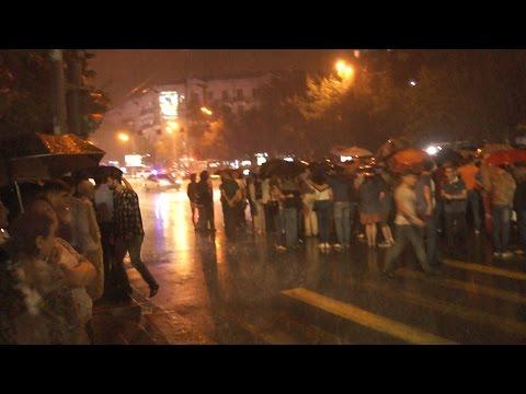 Ցույց Ազատության հրապարակում․ Բաղրամյանը փակ է  28․07․2016 - DomaVideo.Ru