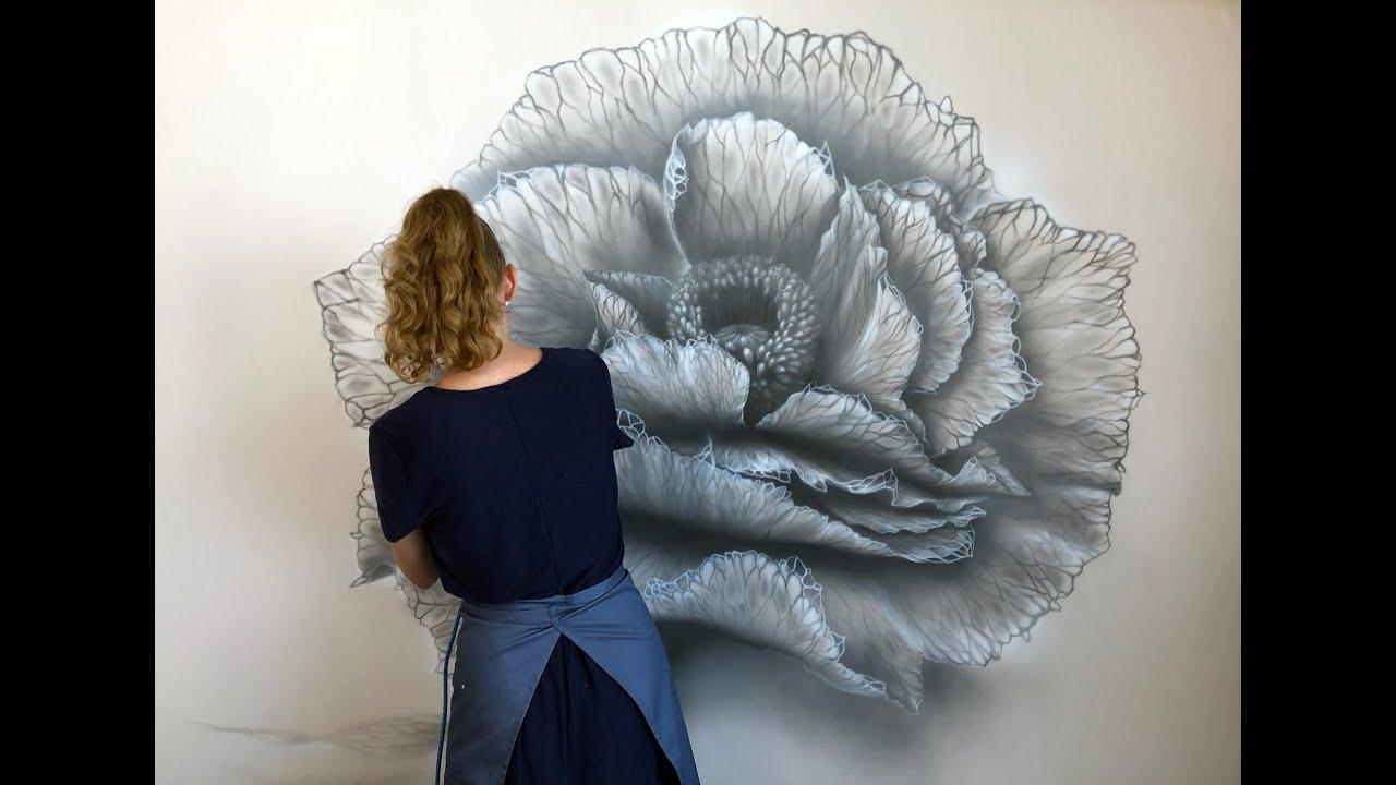 """Роспись стен в монохроме """"Магический цветок"""""""