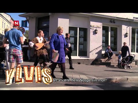"The Ylvis brothers (from ""The Fox"") follows the Norwegian PM around and describes her actions dressed in medieval bard costumes - 1:47 [Subtitled]"