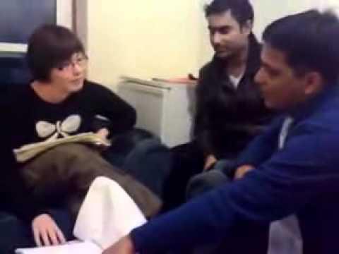 PAKISTANI INTERVIEW 4 VISA    ENGLISH KI BJA DALI.FLV