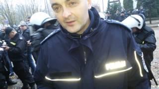 ABSURD. Policja zarzuca przeklinanie na meczu na podstawie zdjęć.