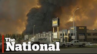 Fort McMurray (AB) Canada  City pictures : Fort McMurray evacuated during massive wildfire