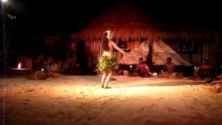 Amazing Fijian Girl Dancer - Robinson Crusoe Island, Fiji - Www.planetadigital360.com