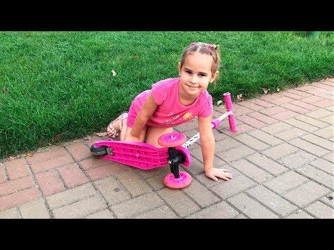 Как Алина катается на Самокате Покупаем  конфеты и журнал Щенячий Патруль ВЛОГ (видео)