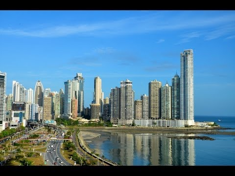 panama city - Recorded December 14, 2010: It was not a very nice day during my visit to Panama City. It was completely overcast with occasional light rain. The video begin...