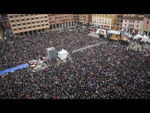 Italien: Regionalwahl - 40.000 Sardinen demonstrieren ...