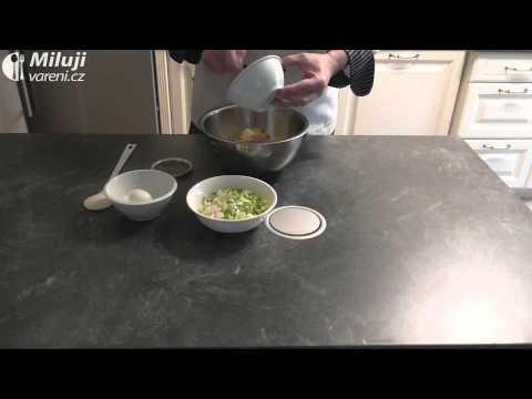 Jarní salát s cibulkou