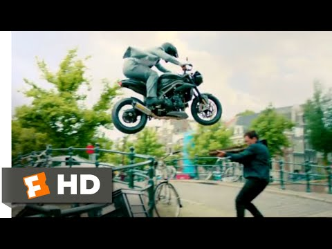 The Hitman's Bodyguard (2017) - Amsterdam Canal Chase Scene (8/12) | Movieclips