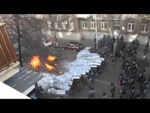 Бой на Институтской 18.02.2014 (видео)