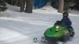 8. Kids Snowmobile Ride Arctic Cat z120
