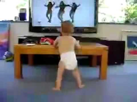 Smieklīgi! Bērns dejo, klausoties Beyonce dziesmu