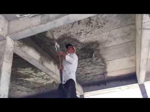 Phun vữa lên trần quá nhanh, thợ bó tay làm mặt không kịp. Nam Phú Lộc 0915911533