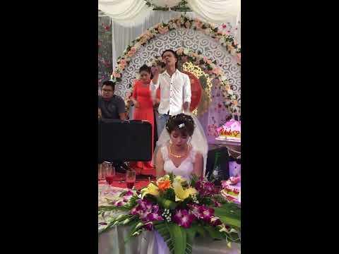 Chàng trai hát đám cưới người yêu cũ cực...