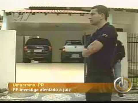 pistola 9 milimetros - Casa de juiz é alvo de tiros no Paraná 19/09/2008 . Paredes, portão e carros ficaram com marcas dos disparos. . No início do ano, outro juiz de Umuarama sofr...