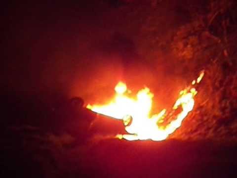 Carro pega fogo em acidente fatal na SP 215