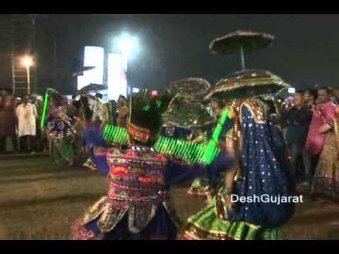 Video Navratri 2012 series: Khelaiyas playing Garba with light download in MP3, 3GP, MP4, WEBM, AVI, FLV January 2017
