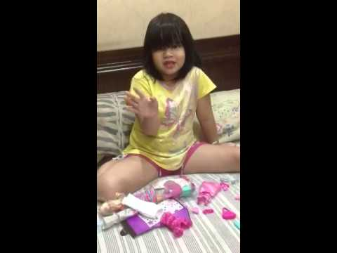 Chloe's toy review - barbie (видео)