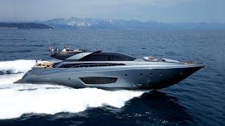 Я́хта (нидерл. jacht, от jagen — гнать, преследовать) — первоначально лёгкое, быстрое судно для перевозки отдельных персон, оборудованное палубой и каютой (каютами). В современном понимании — любое судно, предназначенное для спортивных или туристических целей и отдыха. К яхтам не относятся рейсовые суда, предназначенные для коммерческих целей, для перевозки большого числа пассажиров (когда основная цель — транспортная, а не отдых и развлечения на борту судна) и других транспортных целей.