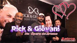 No show Dois Corações trabalho paralelo da dupla Rick (Rick e Renner) e Giovani (Gian e Giovani) realizado na Ópera de...