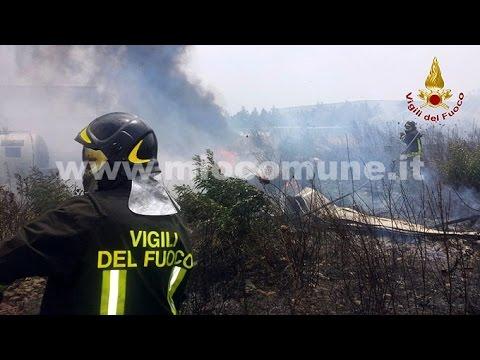 Crotone, incendio area industriale