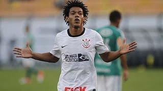 O Corinthians venceu a disputa contra o Palmeiras por 2 a 1, no Pacaembu, na Fase única do Campeonato Brasileiro 2012.