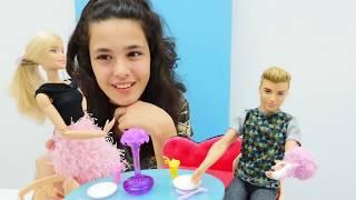 Video Oyuncak bebek Barbie doğuma hazırlıyor! MP3, 3GP, MP4, WEBM, AVI, FLV Desember 2017