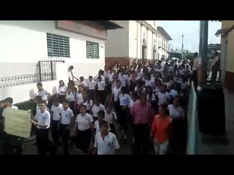 Estudiantes de la institución educativa John F kennedy de Ortega-Tolima, marcharon en contra de las condiciones actuales de su colegio.
