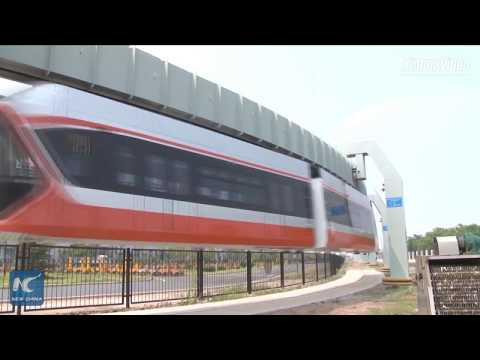 China's highest speed mounted monorail train rolls off assembly line (видео)