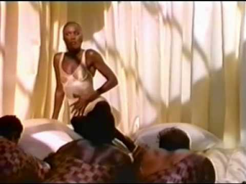 Grace Jones – La Vie En Rose