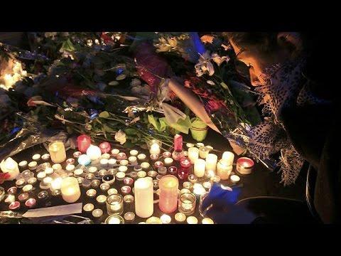Παρίσι: Οι πολίτες τιμούν τη μνήμη των θυμάτων