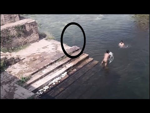 Ghost caught on Camera jumping in POND!! Ghost caught near Swimmers: Scary ghost encounters