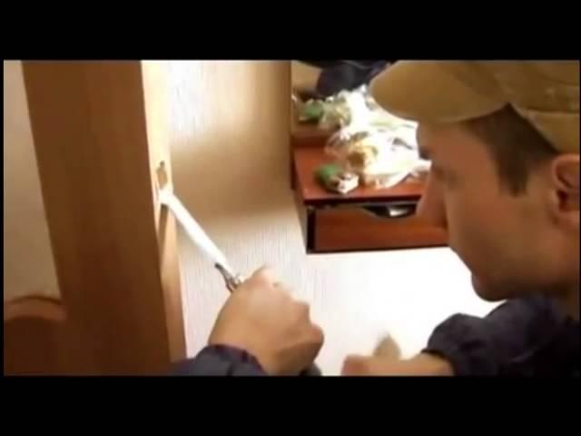 Как установить надверь врезную защелку иручку
