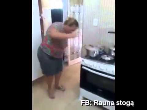 come è bello ballare mentre si deve cucinare!