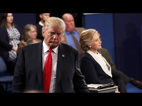 «Ηλεκτρισμένο» ντιμπέιτ Χίλαρι – Τραμπ: Προσβολές, απειλές και μια παγωμένη χειραψία
