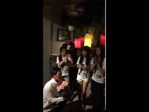 0 Khánh Hiền xúc động nhận lời cầu hôn của bạn trai