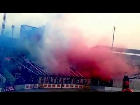 Video - Recibimiento de la Ultra Fiel [Domingo 27 de abril 2014] - La Ultra Fiel - Club Deportivo Olimpia - Honduras