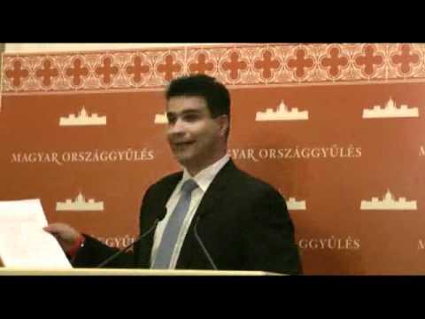 Lázár bizonyíthatja, hogy nem fél ellentmondani Orbánnak