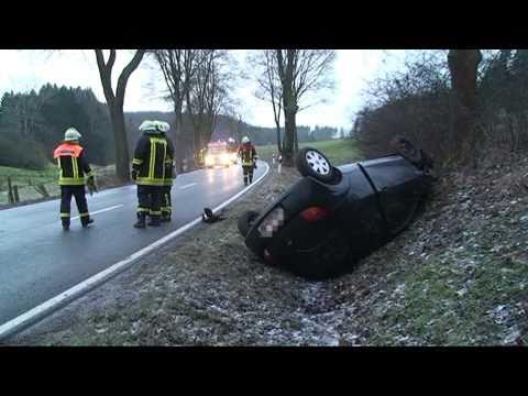 Bad Arolsen: Bei Glatteis überholt, schwerer Unfall