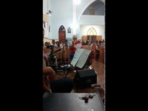 kadu Garrote Cantando o Salmo Na Abertura do adevento em Sarutaiá-SP.