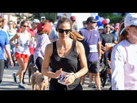 Jennifer Garner Celebrates Fourth Of July By Doing A 5K Run With The Kids